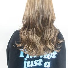 セミロング ハイトーンカラー ブラウンベージュ ミルクティーベージュ ヘアスタイルや髪型の写真・画像