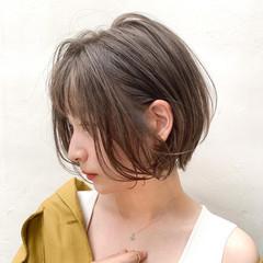ニュアンスパーマ ミルクティーベージュ ナチュラル 大人ハイライト ヘアスタイルや髪型の写真・画像