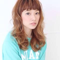 ナチュラル グラデーションカラー セミロング オン眉 ヘアスタイルや髪型の写真・画像