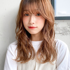 ミルクティーベージュ くびれカール パーマ デジタルパーマ ヘアスタイルや髪型の写真・画像