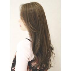 外国人風 フェミニン ナチュラル アッシュ ヘアスタイルや髪型の写真・画像