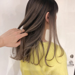 ロング アッシュベージュ エアータッチ ミルクティーベージュ ヘアスタイルや髪型の写真・画像