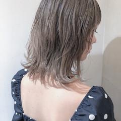 ミディアム ミルクティーベージュ ヘアカラー ベージュ ヘアスタイルや髪型の写真・画像