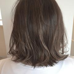 くせ毛風 ミディアム グレージュ ボブ ヘアスタイルや髪型の写真・画像