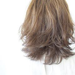 ミディアム グレージュ 大人女子 透明感 ヘアスタイルや髪型の写真・画像