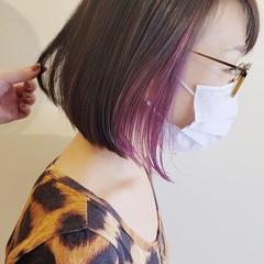 インナーカラーパープル モード 切りっぱなしボブ 前下がりヘア ヘアスタイルや髪型の写真・画像