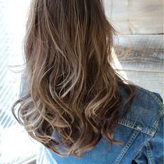 ストリート セミロング 外国人風 グレージュ ヘアスタイルや髪型の写真・画像