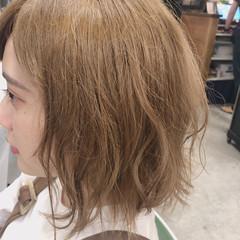 ボブ 外国人風 ヌーディベージュ 波巻き ヘアスタイルや髪型の写真・画像