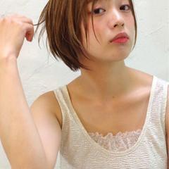 ピュア アッシュ ショート ハイライト ヘアスタイルや髪型の写真・画像