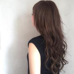 グレージュ ロング 色気 透明感 ヘアスタイルや髪型の写真・画像