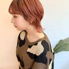 ミディアム オレンジベージュ オレンジカラー フェミニン ヘアスタイルや髪型の写真・画像