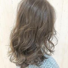 イルミナカラー 大人可愛い ウルフカット ミディアム ヘアスタイルや髪型の写真・画像