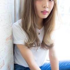 外国人風 アッシュ セミロング ガーリー ヘアスタイルや髪型の写真・画像