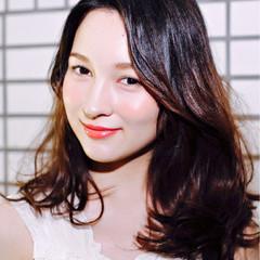 グラデーションカラー セミロング くせ毛風 暗髪 ヘアスタイルや髪型の写真・画像