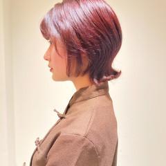 ウルフカット ショートヘア ショートボブ ピンクブラウン ヘアスタイルや髪型の写真・画像