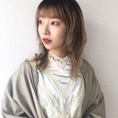 ウルフカット ウルフパーマ ミディアム ナチュラル ヘアスタイルや髪型の写真・画像