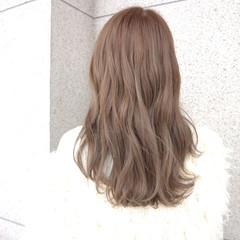 ロング デート ミルクティー 上品 ヘアスタイルや髪型の写真・画像