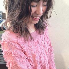 グラデーションカラー 斜め前髪 ミディアム レイヤーカット ヘアスタイルや髪型の写真・画像