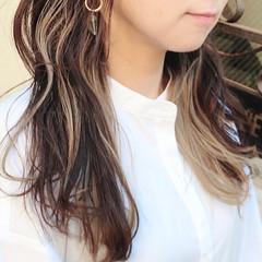 ミディアム インナーカラー イヤリングカラー ナチュラル ヘアスタイルや髪型の写真・画像