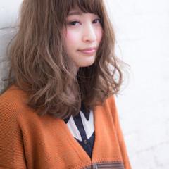 ロング 外国人風カラー アッシュ フェミニン ヘアスタイルや髪型の写真・画像