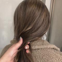 巻き髪 ミルクティー フェミニン ヘアアレンジ ヘアスタイルや髪型の写真・画像