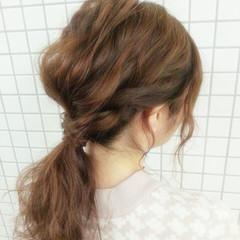 ローポニーテール 波ウェーブ ヘアアレンジ 簡単ヘアアレンジ ヘアスタイルや髪型の写真・画像