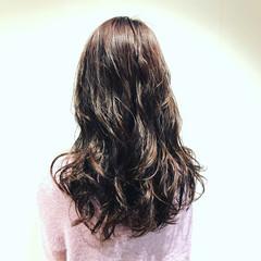 セミロング デジタルパーマ エレガント ピンク ヘアスタイルや髪型の写真・画像