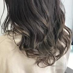 ベージュ ナチュラル グラデーション バレイヤージュ ヘアスタイルや髪型の写真・画像