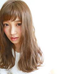 アッシュ セミロング 外国人風カラー ナチュラル ヘアスタイルや髪型の写真・画像