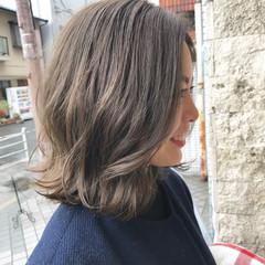 ナチュラル ハイライト アッシュベージュ 切りっぱなし ヘアスタイルや髪型の写真・画像
