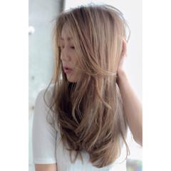 外国人風 ロング アッシュ フェミニン ヘアスタイルや髪型の写真・画像