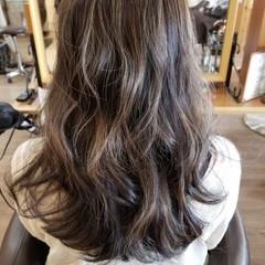 グレージュ グラデーションカラー エレガント アッシュ ヘアスタイルや髪型の写真・画像