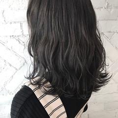 アンニュイ ミディアム ナチュラル グレーアッシュ ヘアスタイルや髪型の写真・画像