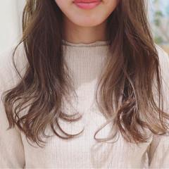 ニュアンス グレージュ フェミニン インナーカラー ヘアスタイルや髪型の写真・画像