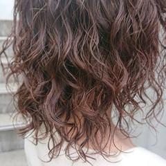 ミディアム ウェーブヘア ウェーブ ナチュラル ヘアスタイルや髪型の写真・画像