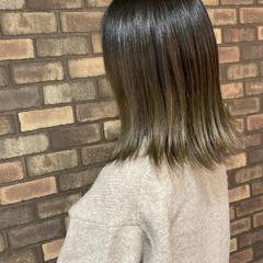 ナチュラル ミディアム アッシュグラデーション 艶髪 ヘアスタイルや髪型の写真・画像