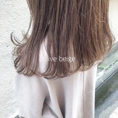 オリーブブラウン ミディアム オリーブカラー オリーブベージュ ヘアスタイルや髪型の写真・画像