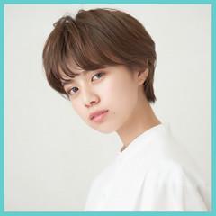 ショートヘア ナチュラル ハンサムショート 前髪あり ヘアスタイルや髪型の写真・画像