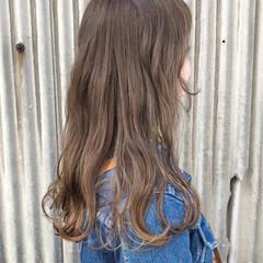 ハイライト フェミニン アッシュグレージュ スモーキーカラー ヘアスタイルや髪型の写真・画像