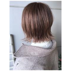 ミニボブ インナーカラー ミルクティーベージュ ナチュラル ヘアスタイルや髪型の写真・画像