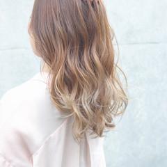 セミロング グラデーションカラー ミルクティーベージュ リラックス ヘアスタイルや髪型の写真・画像