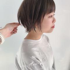 ショートボブ ウルフカット ナチュラル 黒髪ショート ヘアスタイルや髪型の写真・画像