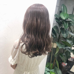 ミルクティーブラウン ブランジュ 透け感ヘア ミルクティーベージュ ヘアスタイルや髪型の写真・画像