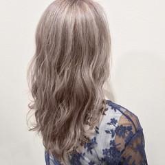 フェミニン セミロング ブリーチ ラベンダーアッシュ ヘアスタイルや髪型の写真・画像