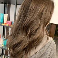 ミルクティーベージュ ストリート 外国人風カラー レイヤーロングヘア ヘアスタイルや髪型の写真・画像