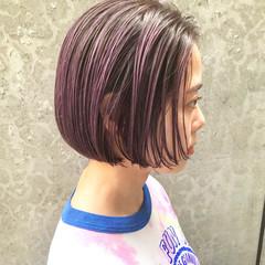 ショートヘア ピンクベージュ ミニボブ ピンクカラー ヘアスタイルや髪型の写真・画像