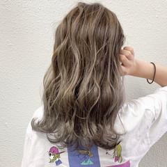 ブリーチ ハイライト フェミニン グレージュ ヘアスタイルや髪型の写真・画像