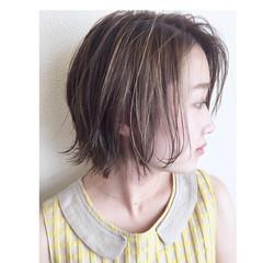 外国人風 外ハネ ブルーアッシュ グレージュ ヘアスタイルや髪型の写真・画像