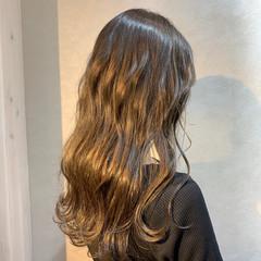 波ウェーブ イルミナカラー セミロング アディクシーカラー ヘアスタイルや髪型の写真・画像