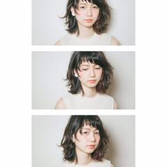ミディアム くせ毛風 前髪あり モード ヘアスタイルや髪型の写真・画像